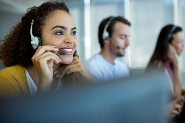 4 Headset Options for Business VoIP Phones Featured Image (iStock-657292828)