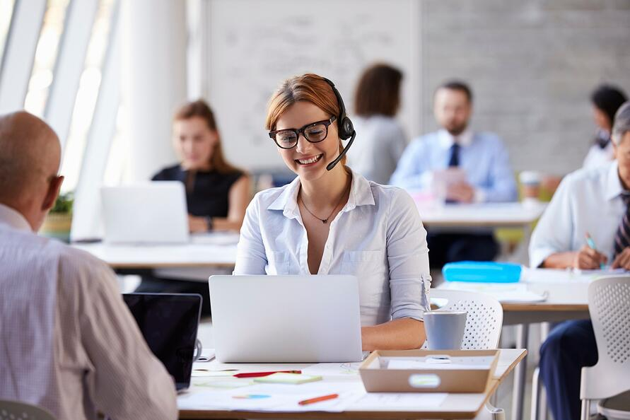 5 Reasons Why Customer Support Managers Should Use Call Queue Dashboards Featured Image (iStock-505415416)